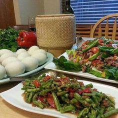 Ooh, sa-daich bok! Asian string beans salad. Yum!