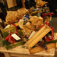χριστουγεννιάτικες εκπλήξεις www.ombra.gr Paper Shopping Bag, Gift Wrapping, Easter, Christmas, Gifts, Home Decor, Gift Wrapping Paper, Xmas, Presents