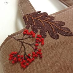 """Squirrel felt applique and embroidery mini bag by e.no.bag """"リス ノ バッグ """" #Squirrel #felt #embroidery"""