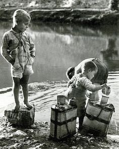 Playing in the river ~ Goúnitsa, City in Thessaly, Greece 1958 photo by Takis Tloupas Old Pictures, Old Photos, Vintage Photos, Greece Photography, Vintage Photography, Great Photographers, Vintage Costumes, Historical Photos, Old World