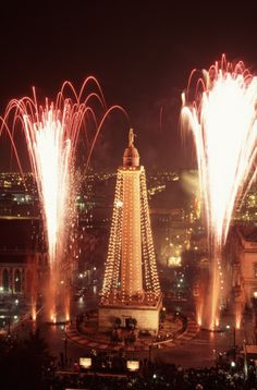 Christmas in Baltimore - Lighting of the Monument. I want to go this year!