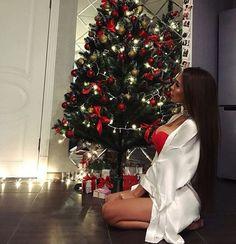 Image in Favorite Russian Girls Girls collection by ♔ KSENIA ♔ Christmas Mood, Christmas Birthday, Christmas Pictures, Christmas Photos, Christmas Aesthetic, Christmas Photography, Foto Pose, Up Girl, Christmas Lights