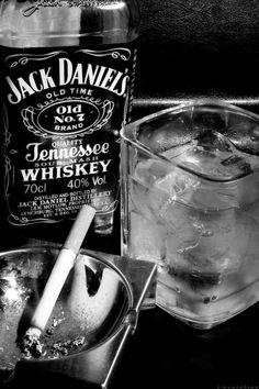 Se avete intenzione di affogare i vostri problemi nell'alcool, tenete presente che alcuni problemi sanno nuotare benissimo.  R. Musil