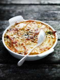 groente-ovenschotel | Superlekker. We hadden ipv chorizo, hamlap met knoflook, want dat hadden we nog liggen. We denken dat het ook prima zonder vlees had gekund. Verder was anders, 150 gram cheddar, 1/3 knolselderij, 200 ml creme fraiche, in totaal 4 laagjes elk. Soort lasagne.