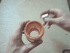 Um imã passando por um cilindro de cobre