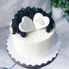 """758 """"Μου αρέσει!"""", 8 σχόλια - Ame-Yummy's collection of food (@ameyummycollection) στο Instagram: """"Nice or too simple?🤔👇🤔 ⠀ ⠀ Stay with 👉👉@AMEYUMMYCOLLECTION to joy amazing desserts 🍩🍰😋 ⠀ ⠀ Credits…"""" Birthday Cake, Desserts, Food, Instagram, Cake Ideas, Dessert Ideas, Tailgate Desserts, Deserts, Birthday Cakes"""
