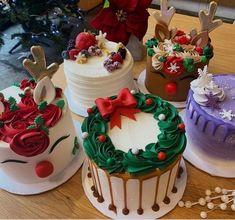 Christmas Themed Cake, Christmas Cake Designs, Christmas Deserts, Christmas Cake Decorations, Holiday Cakes, Holiday Desserts, Holiday Baking, Mini Christmas Cakes, Christmas Time