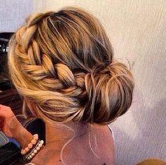 Referência - penteado para cabelos volumosos. Hair. Hairstyle. Braids.