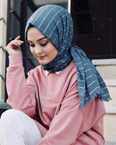 The Gifts that Keeps On bouncing Early morning BooBers be a bouncing Modern Hijab Fashion, Muslim Fashion, Modest Fashion, Fashion Muslimah, Abaya Fashion, Beautiful Muslim Women, Beautiful Hijab, Hijab Style, Hijab Chic