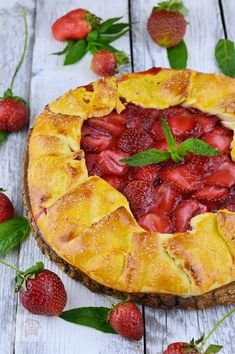 Hawaiian Pizza, Cobbler, Summer Recipes, Camembert Cheese, Pineapple, Sweet Treats, Food And Drink, Easy Meals, Yummy Food