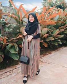"Nαʂԋƚαʂყα RA di Instagram ""#MeAndBerrybenka"" Hijab Gown, Hijab Style Dress, Casual Hijab Outfit, Hijab Chic, Ootd Hijab, Abaya Fashion, Muslim Fashion, Denim Fashion, Skirt Fashion"
