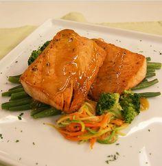 Aprenda essa receita de salmão na mostarda com legumes do programa Dia Dia da Band.