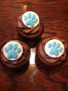 fondant paw print cupcakes (SPCA cupcake day)