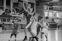 En términos estadísticos, Joan Pardina ha sido el mejor jugador en pista de Lucentum. Le ha bastado un partido al alero para mostrar todas sus virtudes: 19 puntos, 11 rebotes, 5 recuperaciones y 3 asistencias (27 de valoración). #baloncesto #basket #Lucentum #PretemporadaLucentum #Alicante Pista, Alicante, Wrestling, Small Forward, Basketball, Cartagena, Dots, Lucha Libre