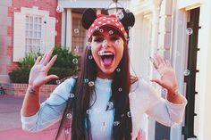 Depois cês verão os bastidores dessa foto 😬 📸 Foto e bolinhas kkkkkkkk @thamireslimaphoto Orlando Florida, Youtubers, Disneyland, Crown, Instagram, Pictures, Girls, Fashion, Creative Photography