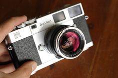 Zeiss Ikon ZM Leica M Rangefinder camera + Carl Zeiss Planar T* 50mm f/2 ZM |