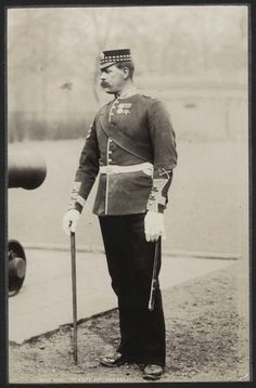 1890's PHOTO BRITISH ARMY REGIMENT UNIFORM - DRILL SGT 1 SCOTS GDS