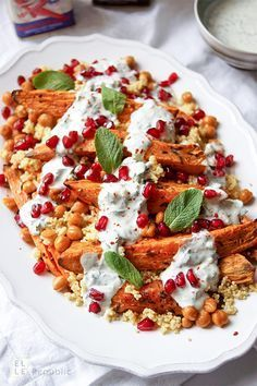 Roasted sweet potatoes and chickpeas with millet and joghu .- Geröstete Süßkartoffeln und Kichererbsen mit Hirse und Joghurt Roasted sweet potatoes and chickpeas with millet and herb yoghurt - Veggie Recipes, Vegetarian Recipes, Pasta Recipes, Plat Vegan, Roasted Sweet Potatoes, Soul Food, Food Inspiration, Food Porn, Easy Meals