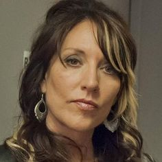 Sons of Anarchy Season 6 Katey Sagal Featurette -- Watch footage of the actress singing Tom Petty's 'Free Falling' on her live tour from this spring, before the hit FX series starts up this fall. -- http://wtch.it/K1MxO