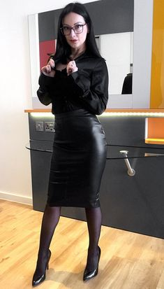 Long Leather Skirt, Black Leather Pencil Skirt, Leather Dresses, Sexy Rock, Men Dress Up, Hobble Skirt, Satin Bluse, Pencil Skirt Outfits, Fashion Tights