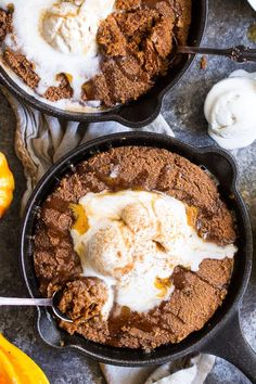 Paleo Pumpkin Snickerdoodle Skillet Cookie with Salted Caramel | The Paleo Running Momma
