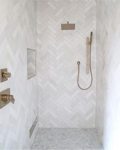 "Bathrooms of Instagram on Instagram: ""😍Crushing over this tile shower!! By @cbcbuilds  Photo @sarahbakerphotos"" Bathroom Spa, Bathroom Renos, Bathroom Renovations, Bathroom Ideas, Small Bathroom, Bad Inspiration, Bathroom Inspiration, Master Shower Tile, Master Bathroom"