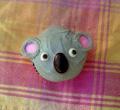 Koala / 30 Animal Cupcakes Too Cute To Eat Zoo Animal Cupcakes, Bear Cupcakes, Baby Shower Cupcakes, Yummy Cupcakes, Birthday Cupcakes, Cupcake Cookies, Birthday Desserts, Cupcake Day, Cupcake Frosting