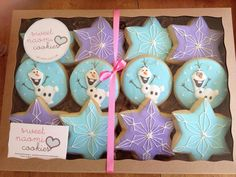 Frozen Themed and Olaf Cookies - I have a little boy who would think these were absolutely perfect Olaf Cookies, Disney Cookies, Frozen Cookies, Cookies For Kids, Iced Cookies, Cute Cookies, Holiday Cookies, Cupcake Cookies, Olaf Birthday
