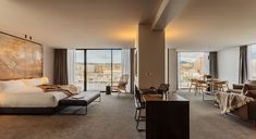 MACq01 Hotel - Luxury Waterfront Suite
