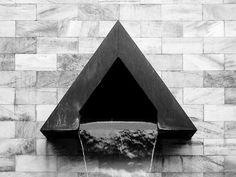 Dettaglio del Monumento a Sandro Pertini (1986-1988) in piazza Croce Rossa di Aldo Rossi .
