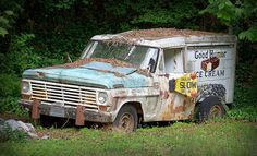 High quality images of abandoned things and places. New Trucks, Chevy Trucks, Good Humor Ice Cream, Abandoned Cars, Abandoned Vehicles, Vehicle Signage, Rv Bus, Vintage Gas Pumps, Car Barn