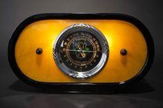 Deco Cord 'Zephyr' Radio with Butterscotch Catalin Front Tvs, Retro Radios, Old Time Radio, Antique Radio, Transistor Radio, Record Players, Phonograph, Old Tv, Art Deco Design
