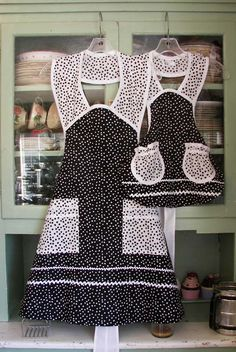 1940 Black Polka Dot Woman Apron