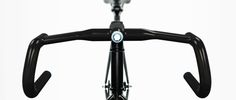 Handlebars on a bike can be so much more than rests for your hands, a . Read more Helios Handlebar Brings LEDs, GPS, Navigation And More To Your Bicycle Bike Handlebars, Gps Tracking, Keep Fit, Bicycle Accessories, Cycling Gear, Bicycle Design, Gps Navigation, Save Yourself, Innovation