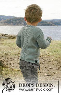 Adrien / DROPS Children 28-4 - Gilet avec point structuré, encolure V et fentes côtés, en DROPS Cotton Merino. Du 0 au 6 ans.