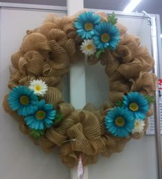 Simple Mesh wreath with daisies 2014 by kristy@michaels 1091