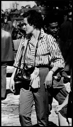 Photographer Inge Morath, photo by Yul Brynner Inge Morath, Rebecca Miller, The Dark Side, Yul Brynner, Photographer Pictures, Vogue, New York, Famous Photographers, School Photos