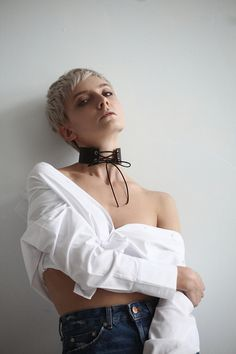 Leather Lacing Choker Collar for Women Day Collar, Uk Fashion, Fashion Trends, Collars For Women, Leather Collar, Queen, Victorian Fashion, Leather Fashion, Beautiful Necklaces
