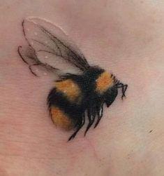 Honigbienen Tattoo, Tattoos And Body Art buy tattoo designs Mini Tattoos, Flower Tattoos, Body Art Tattoos, Small Tattoos, Sleeve Tattoos, Bee And Flower Tattoo, Tatoos, Faith Tattoos, Arrow Tattoos