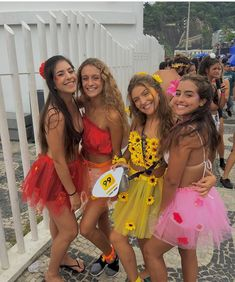 Image may contain: 6 people, people standing and outdoor Cute Group Halloween Costumes, Group Costumes, Halloween Kostüm, Halloween Outfits, Costumes For Teenage Girl, Flower Costume, Fantasias Halloween, Halloween Disfraces, Carnival Costumes