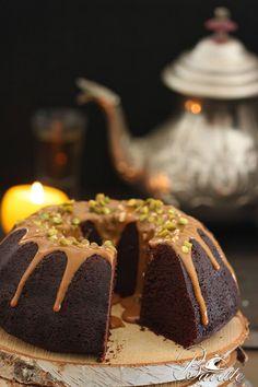 Bundt Cake de chocolate, con salsa toffe y frutos secos   Bavette