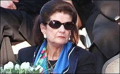Leah Rabin at a state ceremony by her husband's grave in 1998