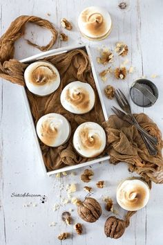 Lágy, diós-habos linzer   sutisdobozoom Stuffed Mushrooms, Food And Drink, Sweets, Cookies, Baking, Vegetables, Cake, Recipes, Brownies