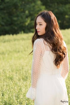Find images and videos about kpop, f(x) and krystal on We Heart It - the app to get lost in what you love. Krystal Fx, Jessica & Krystal, Jessica Jung, Krystal Jung Fashion, Kdrama, Bride Of The Water God, Girl's Generation, Uzzlang Girl, Victoria