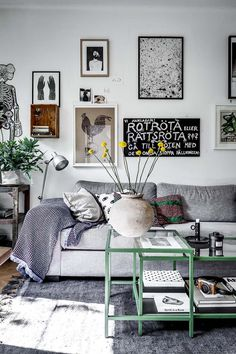 Living room with nice gallery wall Modern Room Decor, Quirky Home Decor, Classic Home Decor, Indian Home Decor, Home Decor Bedroom, Cheap Home Decor, Living Room Decor, Target Home Decor, Home Decor Store