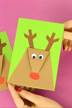 Time for a wonderful kids made Christmas card! This super simple reindeer Christmas card is insanely easy to make and thus suitable for kids of all ages. Depending on the age of the kids, you can even modify the process a little bit to make it even easier Simple Christmas Cards, Christmas Card Crafts, Homemade Christmas Cards, Handmade Christmas, Holiday Cards, Reindeer Christmas, Christmas Post, Homemade Cards, Teacher Christmas Card