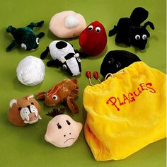 Plague Bags ~ An Idea  http://biblebeltbalabusta.com/2012/04/04/blood-buddy-the-drop-o-blood-sleep-lovey/