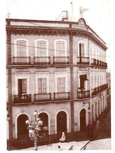 Antiguo edificio en la Calle Concepción. Hoy en día está la Oficina Principal del Banco de Santander. #Huelva