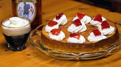 Riskage med flødeskum og ribsgele (rice pudding cake - recipe in danish)