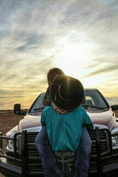 Country couple picture with truck. Country Couple Pictures, Cute Country Couples, Cute N Country, Cute Couple Pictures, Cute Couples Goals, Country Girls, Couple Goals, Couple Pics, Country Prom